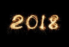 Luce del nuovo anno 2018 Il tiraggio delle stelle filante calcola 2018 Luci di Bengala immagine stock libera da diritti
