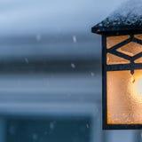 Luce del portico in tempo nevoso Fotografia Stock