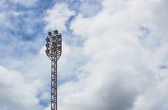 Luce del punto per lo stadio con il fondo del cielo blu Fotografie Stock Libere da Diritti
