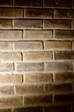Luce del punto sul muro di mattoni immagini stock libere da diritti