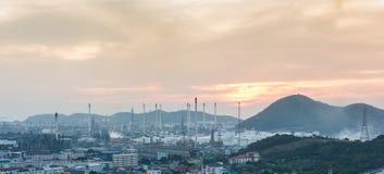 Luce della centrale elettrica di industria petrochimica Fotografia Stock
