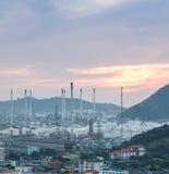 Luce della centrale elettrica di industria petrochimica Fotografie Stock Libere da Diritti
