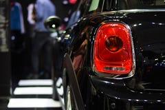 Luce della coda del primo piano del fondo nero dell'automobile dello stivale Fotografia Stock