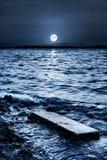 Luce della luna alla spiaggia Fotografie Stock