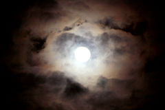 Luce della luna con le nubi Immagini Stock