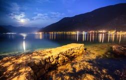 Luce della luna ed il paesaggio del mare Fotografia Stock