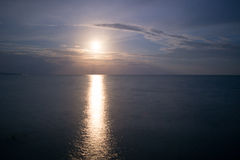 Luce della luna sopra il mare Fotografia Stock Libera da Diritti