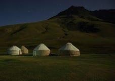Luce della luna sul yurt del kirghiz Fotografia Stock