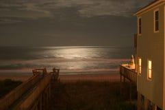 Luce della luna sull'oceano Fotografie Stock
