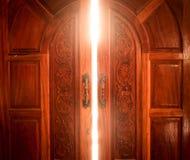 Luce della porta aperta Immagini Stock