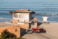 Luce di mattina su Marine Safety Center alla spiaggia di luce della luna fotografia stock