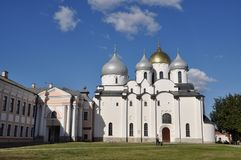 Luce di mattina sul san Sophia Cathedral in Cremlino di grande Novgorod Immagini Stock Libere da Diritti