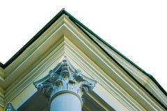 Luce di mattina sulla colonna del Corinthian di vecchia costruzione Isolato Immagini Stock Libere da Diritti