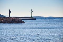 Luce di segnalazione del pilastro della Croazia della riva di mare fotografia stock