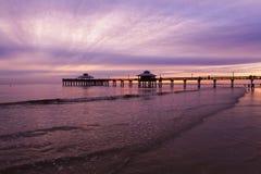 Luce di sera sul pilastro di pesca in Myers Beach forte Fotografia Stock