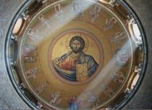 Luce divina nella cupola di Catholikon immagini stock