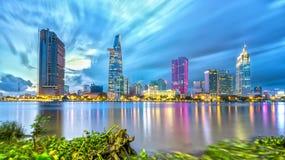 Luce elettrica di architettura dei grattacieli di bellezza Fotografie Stock Libere da Diritti