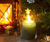 Luce festiva magica della candela di Natale Immagine Stock Libera da Diritti