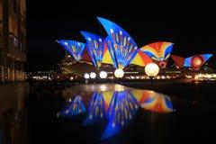 Luce laser di riflessione di Sydney Opera Building Immagini Stock Libere da Diritti