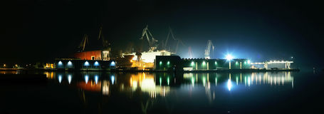 Luce notturna in cantiere navale Immagini Stock Libere da Diritti
