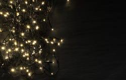 Luce o Garland Lights di Natale su sfondo naturale immagine stock libera da diritti