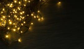 Luce o Garland Lights di Natale su sfondo naturale fotografia stock