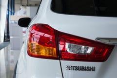 Luce posteriore di una marca bianca moderna Mitsubishi dell'automobile Primo piano immagine stock libera da diritti