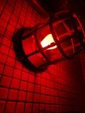 Luce rossa contro una parete immagini stock libere da diritti