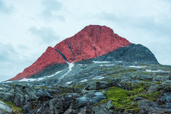 Luce rossa della montagna immagine stock
