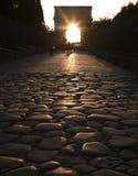 Luce solare attraverso l'arco Fotografia Stock Libera da Diritti