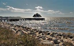 Luce solare che luccica sulle acque del suono di Pamlico immagini stock libere da diritti