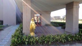 Luce solare colpita sulla statua di Maria fotografie stock