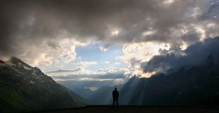 Luce solare della montagna, alpi svizzere Immagine Stock Libera da Diritti