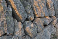 Luce solare di pomeriggio della parete della roccia Fotografia Stock