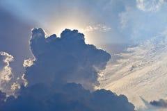 Luce solare dietro la tempesta Fotografie Stock Libere da Diritti