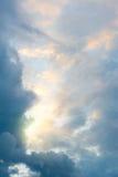 Luce solare e nubi sul cielo Fotografie Stock