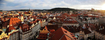 Luce solare molto bella verso la città di Praga Fotografia Stock