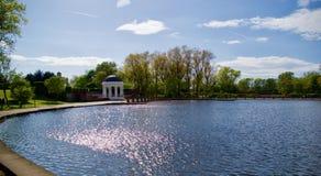 Luce solare sul lago immagine stock
