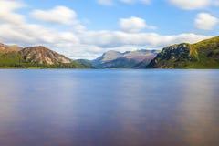 Luce solare sull'acqua di Ennerdale, Cumbria, il distretto del lago, Inghilterra immagini stock libere da diritti