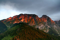 Luce solare sulla montagna Immagini Stock Libere da Diritti