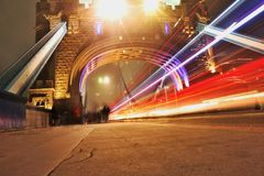 Luce sotto il ponte della torre Immagine Stock