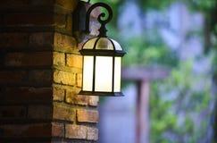 Luce sulla parete della posta della lampada Fotografia Stock Libera da Diritti