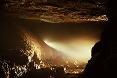 Luce in una bella caverna Fotografie Stock
