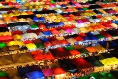 luce variopinta del mercato di Fai Night della putrefazione del bankkok fotografia stock