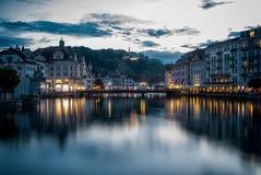 Lucern-Hafen nachts stockbilder