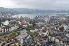Lucern stad på regnig dag, Schweiz Arkivfoto