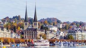 Lucerna, Suíça - 19 de outubro de 2017: Terraplenagem do rio Imagem de Stock Royalty Free