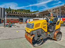 LUCERNA, SVIZZERA - 10 agosto 2016: Ragazzo del bambino che gode del constru Fotografia Stock