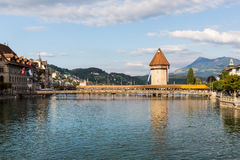 LUCERNA, SVIZZERA - 2 AGOSTO: Viste del ponte famoso Kape Immagine Stock