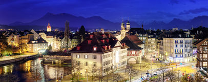 Lucerna, Svizzera, vista panoramica alla sera Immagine Stock